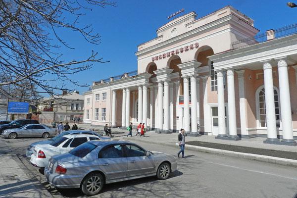 Am Bahnhof von Wladikawkas
