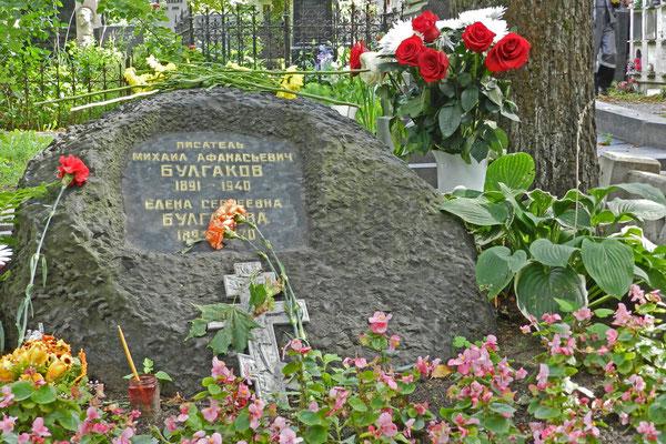 Neujungfrauenfriedhof: Grabmal von Michail Bulgakow