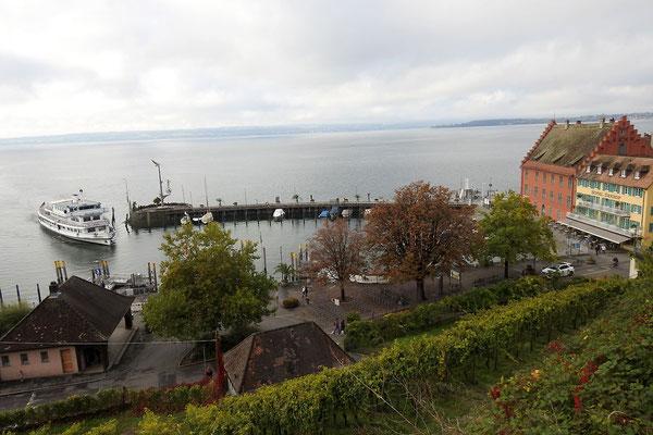 Вид на гавань города