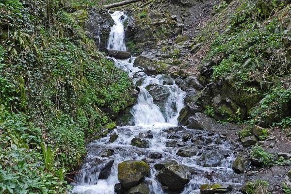 """Wasserfall unweit des Skiorts """"Rosa Chutor"""""""