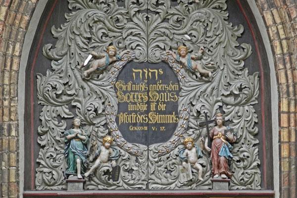 Входные ворота церкви Св. Николая.