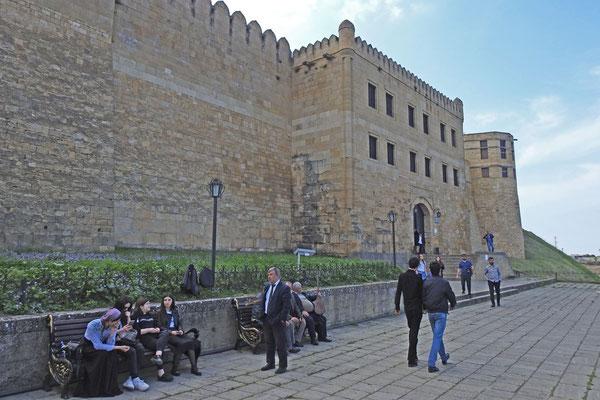 Am Haupteingang der Festung