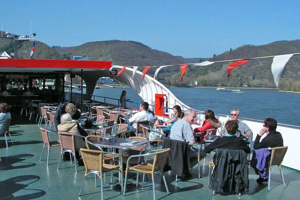 На борты туристического корабля