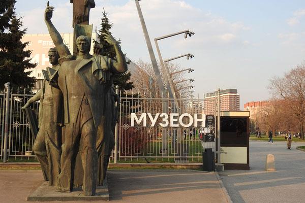 Am Eingang zum Museon-Park