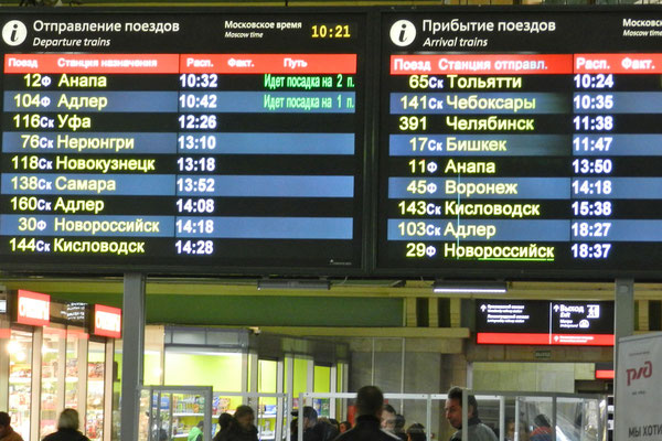 Sotschi, Ufa, Bischkek - Die Anzeigetafel im Kasaner Bahnhof