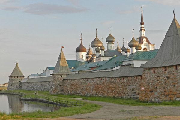 Blick von Norden auf das Kloster