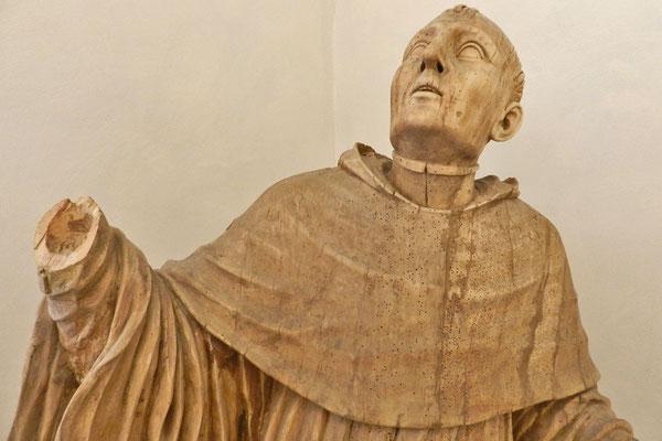 Деревянная скульпутра в монастырском музее