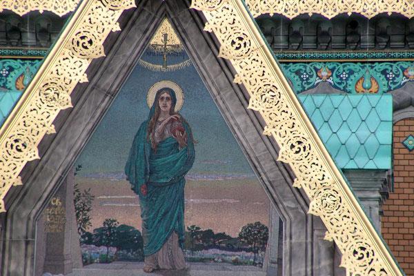 Über dem Eingangsportal der orthodoxen Kirche