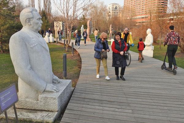Spaziergänger zwischen Breschnews und Lenins