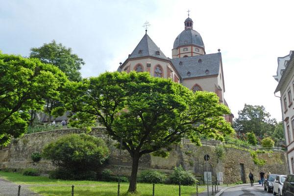 Церковь св. Штефана знаменита своими витражами