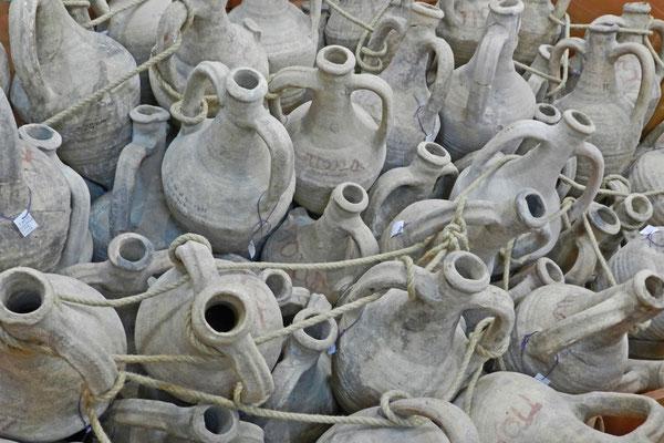 Griechische Amphoren im Museum von Tanais