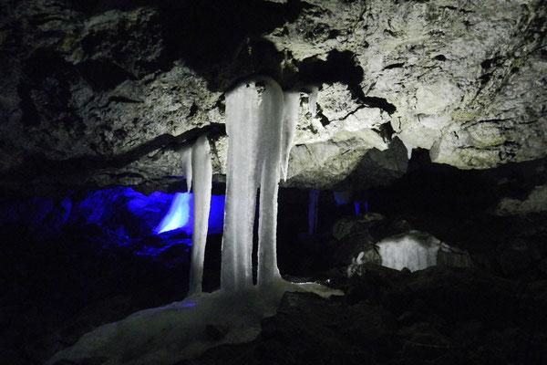 Bizarre Eisformationen in der Kungur-Höhle
