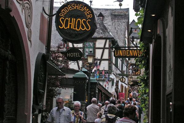 Переулок дроздов в Рюдесхайме на Рейне