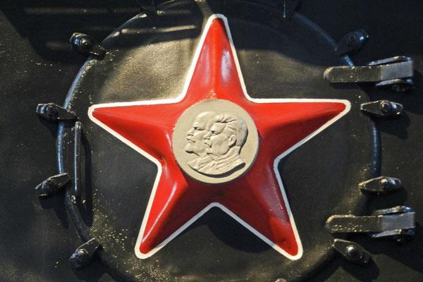 Volldampf für den Kommunismus, der rote Stern durfte nicht fehlen.