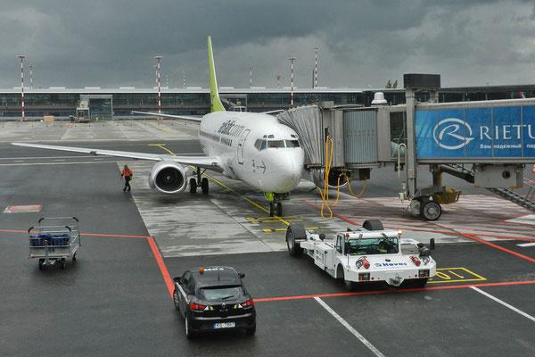 Самолет airBaltic в рижском аэропорту