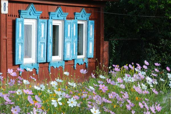 Frisch gestrichene Fensterläden