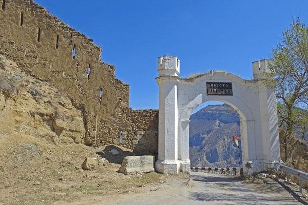 "Das Schamil-Tor bildet den Eingang zum ""Oberen Gunib"""