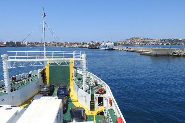 Einfahrt in den Hafen von Milazzo