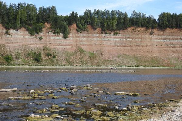 Das Steilufer ist bis zu 60 Meter hoch