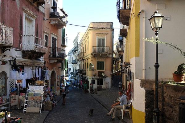 In der Altstadt von Lipari-Stadt