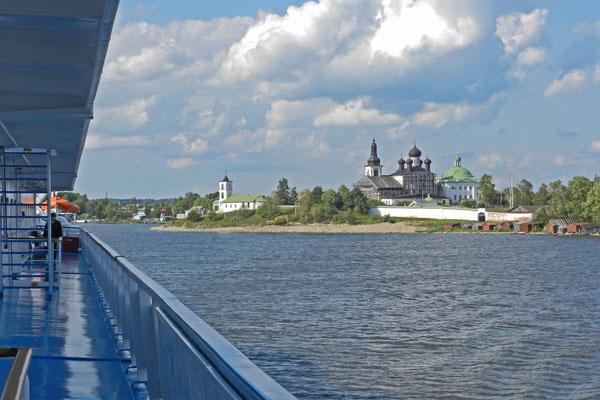 Nahe am Schiffsanleger von Goritsy liegt ein weiteres Kloster.