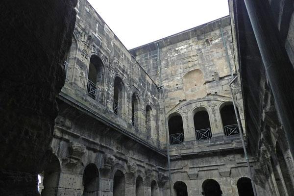 Парадные ворота были построены в 170 году.