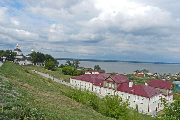 Die Insel liegt am Zusammenfluss von Swijaga und Wolga.