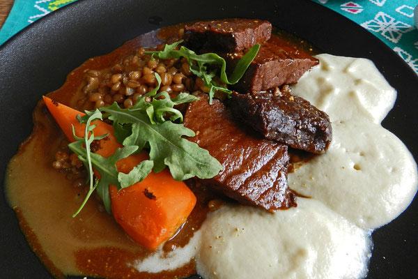Typisch Baschkirien: Geschmortes Pferdefleisch zum Mittagessen