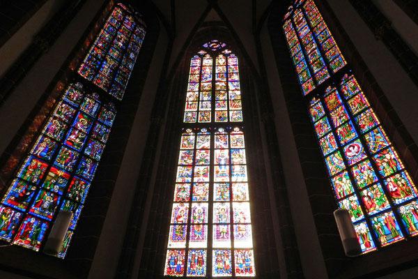 Витражи западной стороны церкви