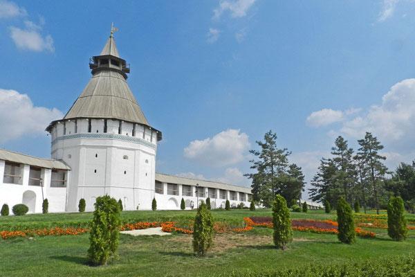 Der Kreml von Astrachan hat sieben Wehrtürme.