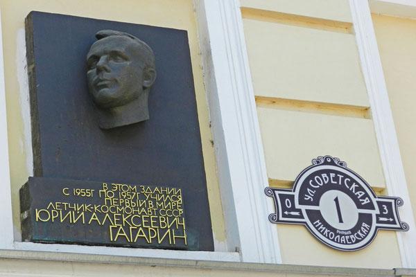 Gedenktafel an Gagarins einstige Pilotenschule