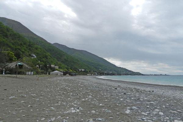 Am Strand von Gagra (Foto: Kalinin)