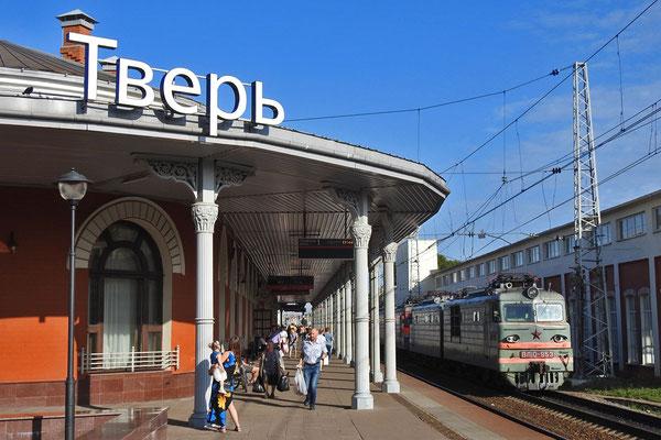 Viel Verkehr am Bahnhof von Twer