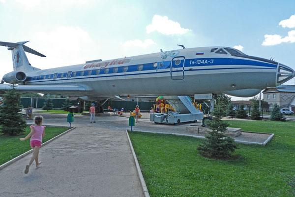 Eiscafé in ausrangierter Tupolew-Maschine