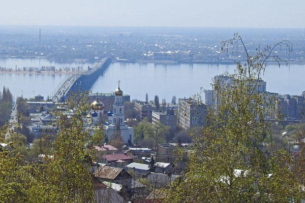 Blick auf die Wolga und die Nachbarstadt Engels