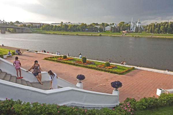 An der Uferpromenade von Twer