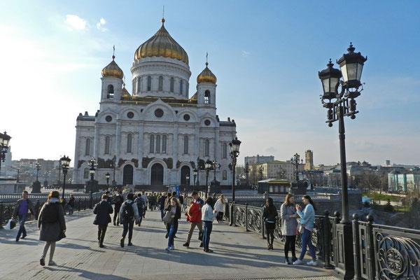 Die riesige Christ-Erlöser-Kathedrale ist das wichtigste orthodoxe Gotteshaus in Moskau.