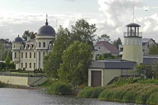 Millionärsanwesen mit Bootshaus und Privatleuchtturm