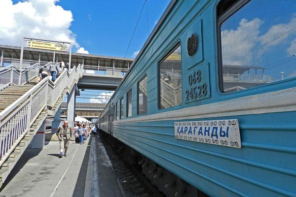 Auch Züge der anderen GUS-Bahnen sind in Russland unterwegs: Der kasachische Moskau-Karaganda-Express