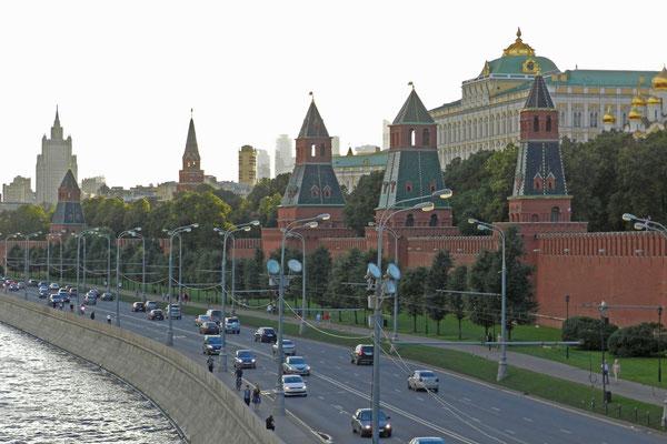 Kreml-Türme am Moskwa-Ufer