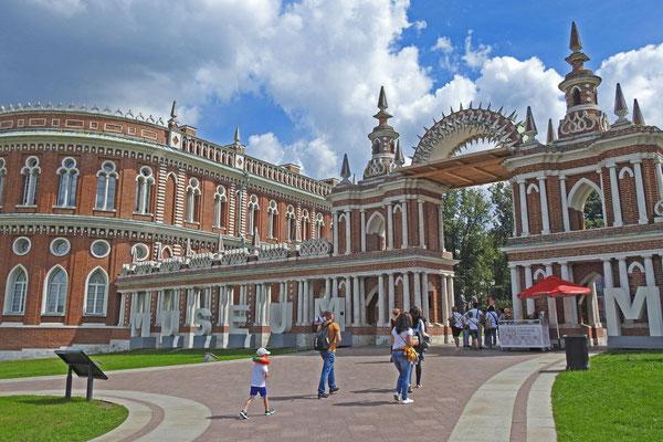 Eingang zum Museumskomplex