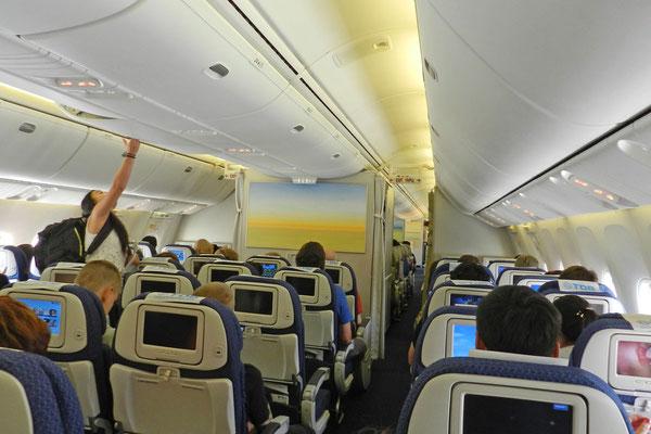 В салоне самолета Монгольских Авиалиний
