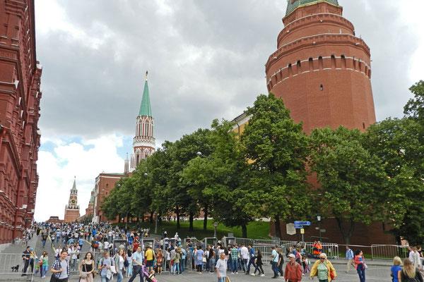 Arsenalturm des Kreml und Blick auf den Roten Platz