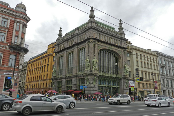 Am Newski Prospekt steht Petersburgs berühmtester Delikatessen-Laden