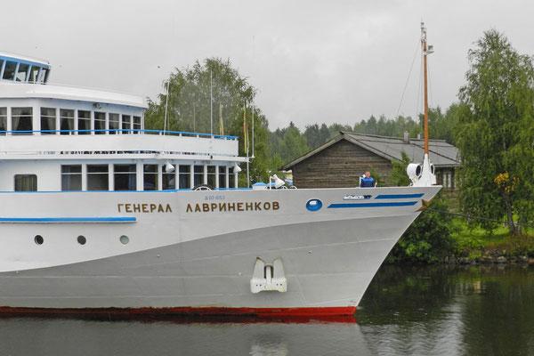Am Schiffsanleger in Mandrogi