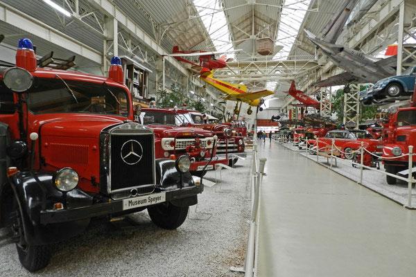 В Шпайере можно гулять по огромному цеху с пожарными машинами