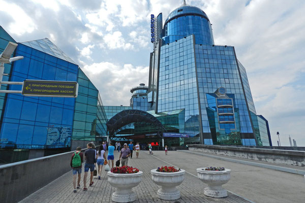 Samara besitzt einen der verwegensten Bahnhöfe Europas.