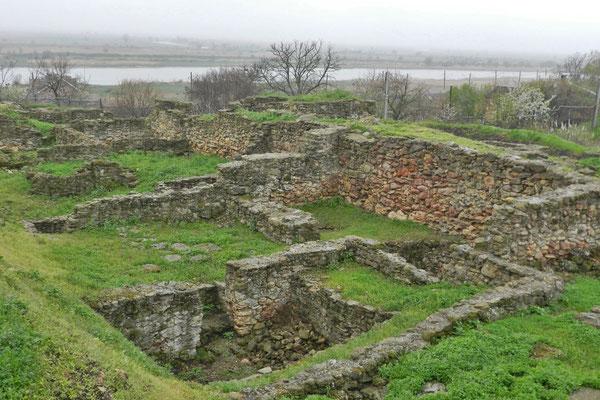 Das Ausgrabungsgelände grenzt direkt an den nördlichen Arm des Don.