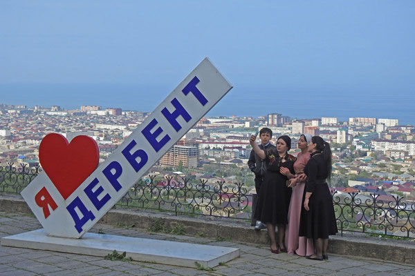 Premium-Selfie-Punkt oberhalb von Derbent