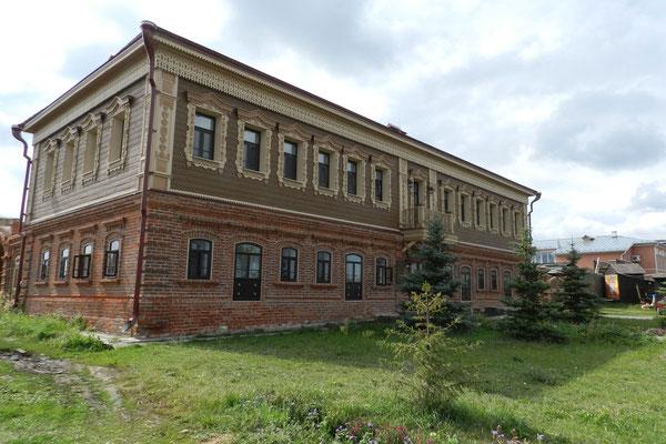 Zum Hotel umgebautes Gebäude auf Swijaschsk